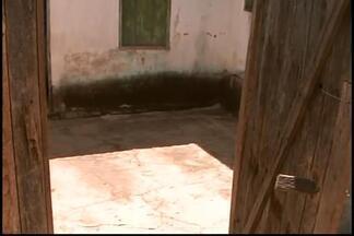 Quatro são detidos suspeitos de latrocínio em Santo Antônio do Monte - Três adultos e um adolescente podem ter envolvimento com crime. Homem e adolescente morreram durante roubo