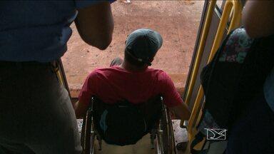 Portadores de deficiência reclamam da falta de acessibilidade em ônibus - No dia internacional da pessoa com deficiência, a acessibilidade nos ônibus é um dos muitos obstáculos enfrentados por quem só quer ter o direito de ir e vir.