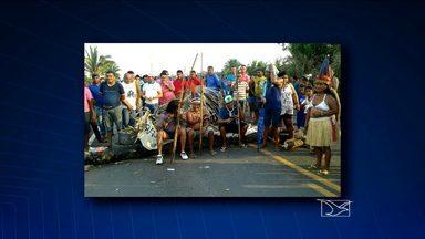 Índios bloqueiam BR-316 em protesto contra a PEC 215 - Índios Guajajaras interditaram a BR-316 por quase 12h na zona rural de Bom Jardim. O protesto começou por volta das 7h da manhã desta quarta-feira (3) e se estendeu até o final da tarde. Os indígenas protestam contra a PEC 215, que trata dos direitos territoriais das populações tradicionais.