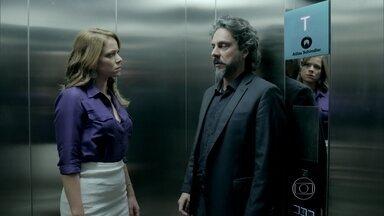 Zé Alfredo orienta Cristina a como lidar com sua família - Comendador alerta a filha sobre uma possível reação de Maria Marta