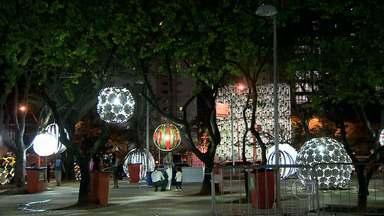 Assembleia Legislativa de Minas ganha decoração de Natal, e cantata emociona populares - Abertura da temporada de celebrações natalinas foi na noite desta quarta-feira.