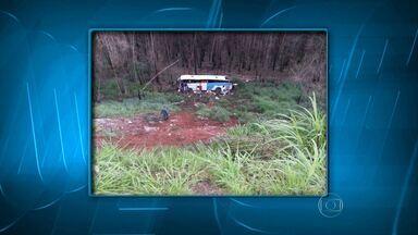Acidente com ônibus deixa mortos e feridos na Região Central de Minas Gerais - Ônibus caiu em uma ribanceira em Bela Vista de Minas.