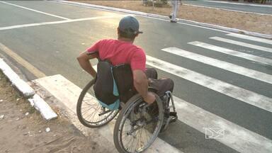 Portadores de deficiência reclamam da falta de acessibilidade em ônibus - Realidade é compartilhada por muitos cadeirantes em São Luís. Prazo para adaptação dos coletivos terminou nesta quarta-feira (3)