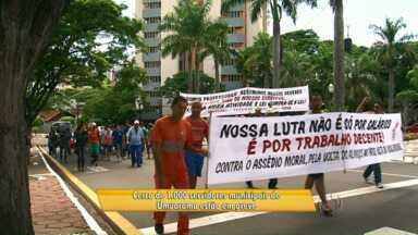 Grevistas fazem passeata em Umuarama - Alguns serviços municipais já estão prejudicados por causa da greve. A prefeitura diz que por enquanto mantém a proposta de reajuste inicial.