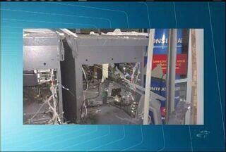 Bandidos explodem caixas eletônicos em Pedra Branca, no sertão central - Suspeitos fugiram.