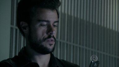 Enrico marca encontro com Felipe - Vicente fica intrigado com a prsença de Zé Alfredo no restaurante
