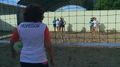Meu Professor é o Cara: Carmen Luna - Professora de educação física ensina vôlei de praia no agreste pernambucano