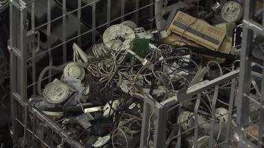 O Valor do Lixo: Eletrônicos - Moradores de condomínio realizam coleta seletiva dos lixos eletrônicos para preservar o meio ambiente