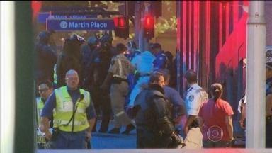 Televisão australiana afirma que sequestrador que invadiu café em Sidney está morto - Uma rede de televisão australiana afirmou que o sequestrador que invadiu um café em Sidney está entre as duas pessoas que morreram. O homem teria matado um dos reféns.