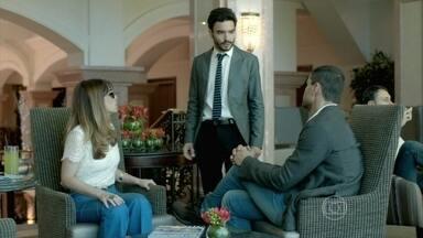 Maurílio inventa uma desculpa para José Pedro - O filho de Zé Alfredo pede para conversar com Danielle