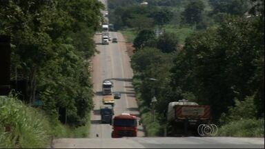 BR-414 exige mais atenção dos motoristas devido ao excesso de curvas, em Goiás - Rodovia dá acesso a cidades turísticas como Pirenópolis e Corumbá de Goiás.