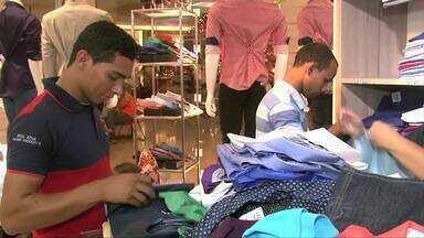 Pesquisa aponta que mais de 45% das compras de Natal serão feitas em shoppings - Pouco mais de 24% serão feitas no centro da cidade. Ainda segundo a pesquisa, o que atrai os consumidores são as promoções.