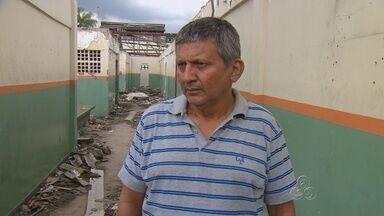Moradores cobram conclusão de obra em escola no Alvorada, em Manaus - Prédio está interditado há mais de um ano, dizem pais.