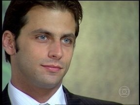 Cobras e Lagartos - capítulo de sexta-feira, dia 19/12/2014, na íntegra - Ellen comunica os empresários que Estevão é o novo presidente da Luxus
