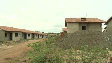 Índios de Porto Real do Colégio aguardam a conclusão de casas populares - Eles dizem que as obras estão atrasadas.