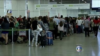 Companhias aéreas programam quase 9 mil voos extras para este fim de ano - A previsão é que 117 mil passageiros devem passar pelo Aeroporto de Brasília, que já está em operação especial. A recomendação é checar a documentação necessária para viajar e chegar ao aeroporto com antecedência.