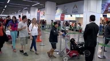 Passagens aéreas tiveram aumento de 42% entre novembro e dezembro - A dica é se programar e planejar. Consumidores que decidiram viajar em cima da hora estão tendo que desembolsar bem mais. O aumento tem a ver com a alta estação, época de festas e de férias.