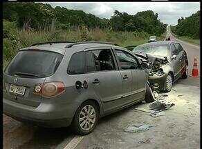 Pai e filha de dois anos morrem em acidente entre dois carros na BR-153 - Pai e filha de dois anos morrem em acidente entre dois carros na BR-153