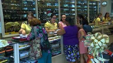 Comerciantes de Itabaiana esperam aumento nas vendas de Natal - Os comerciantes da cidade de Itabaiana estão com expectativa de crescimento nas vendas para o Natal e esperam crescimento em relação a 2013.