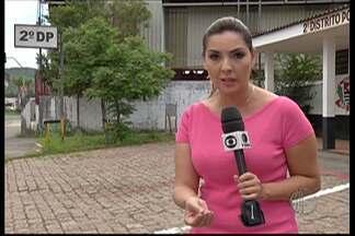 Acidente em Taiaçupeba deixa um adolescente morto - Quatro jovens também ficaram feridos no acidente na madrugada deste domingo (21), em Mogi das Cruzes.