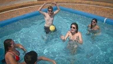Alunos vencedores do projeto EPTV na Escola aproveitam viagem - A semana em Bertioga, SP, para dez selecionados foi de muito sol e diversão na praia.