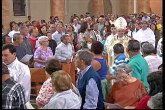 Fiés acompanham Missa do Galo em Mogi das Cruzes - A missa foi na noite desta quarta-feira (24).