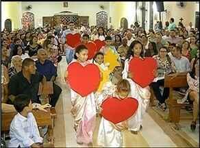 Missa em Araguaína reúne fiéis para a celebração do nascimento de Jesus - Missa em Araguaína reúne fiéis para a celebração do nascimento de Jesus