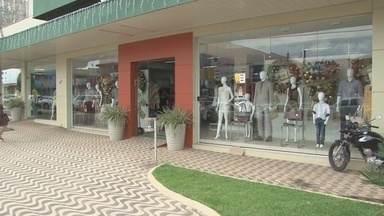CDL de Ji-Paraná divulga resultado do concurso de vitrines - A repórter Patrícia Góes trouxe as informações sobre o concurso.