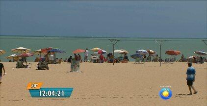 Praias lotadas no feriado de Natal em João Pessoa - Quinta-feira de sol e muito movimento entre as praias do Cabo Branco e Tambaú.