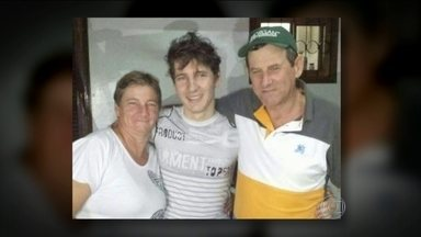 Filho de brasileiros que estava em poder de guerrilheiros paraguaios é libertado - Arlan Fick disse que foi retirado do cativeiro com os olhos vendados e caminhou com os sequestradores por várias horas. Quando chegaram a uma estrada, teve permissão para retirar a venda e só então recebeu a notícia de que estava livre.