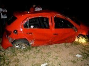 Três pessoas morrem em acidente na BR-116 em Campanário - Vítimas estavam no banco traseiro do veículo e não usavam cinto.