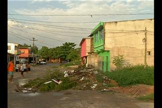 Moradores do bairro de Val de Cans, em Belém, convivem com o acúmulo de lixo no local - A sujeira vem atrapalhando a vida da comunidade.