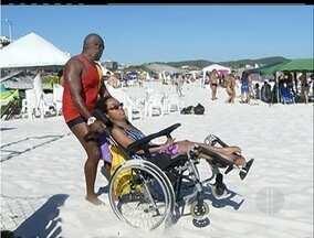 Praia do Forte em Cabo Frio, RJ, recebe reclamações sobre acessibilidade - Deficientes têm dificuldade de locomoção.