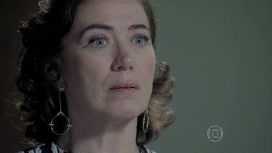 Isis faz revelação bombástica para Marta - A ruiva tenta convencer a rival de que Zé ainda está vivo