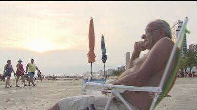 Turistas chegam em Praia Grande para aproveitar calor - Meta dos turistas é iniciar 2015 sem stress.