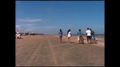 Movimento na Praia do Cassino é pequeno nesta quinta-feira (25) - Ainda assim, muitas pessoas aproveitaram o dia na beira do mar.