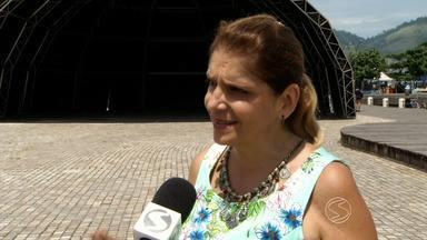 Organização acerta últimos detalhes para shows de Ano Novo em Angra, RJ - Palcos que receberão apresentações foram montados no Cais de Santa Luzia e na Praia do Anil.