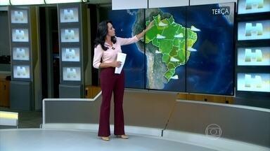 Centro-sul do Brasil tem previsão de temporais - As condições do tempo estão favoráveis à formação de nuvens de tempestades: calor acima da média e muita umidade no ar. Os ventos se deslocam da Amazônia para o sul do país, levando ar quente e úmido e reforçando a instabilidade.