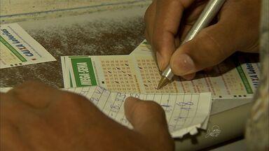 Casas lotéricas do Ceará têm movimento intenso de apostadores da Mega-Sena da Virada - Mega-Sena da Virada pagará R$ 240 milhões.