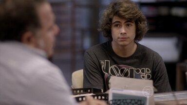 Pedro pede para conversar com Nando - Banda faz votação e decide que Vicki cantará com eles