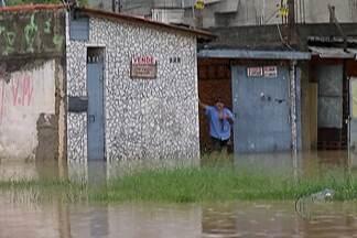 Prefeituras de Poá e Suzano fazem reparos da chuva desta segunda-feira (29) - Cerca de 200 famílias foram atingidas pelos alagamentos em Suzano.