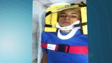 Após perseguição, jovem e menor suspeitos de assalto são detidos no ES - Situação ocorreu em Jardim Camburi e a dupla bateu em um carro. Eles são suspeitos de terem assaltado uma fonoaudióloga no bairro.