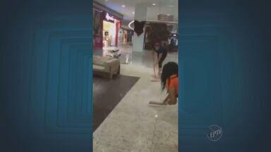 Shopping de Piracicaba volta a sofrer com alagamentos - O Shopping de Piracicaba voltou a sofrer com alagamentos nesta terça-feira (30). Os corredores ficaram cheios de água. Ratos começaram a sair das tubulações, o que assustou os clientes.