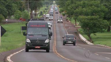 Parque Nacional Do Iguaçu bateu recorde de mais de um milhão e meio de visitantes - O transito perto do parque é intenso, a rodovia que sai do centro de Foz Do Iguaçu e dá acesso as cataratas seria duplicada mas a obra foi adiada.