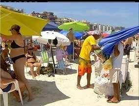 Oficiais de Postura fiscalizam irregularidades em praias de Cabo Frio, no RJ - Denúncias podem ser feitas em tendas específicas.