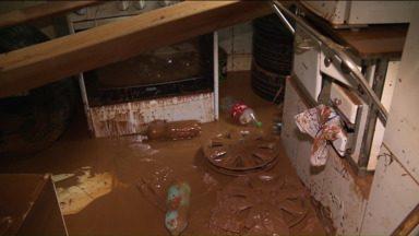 Volta a chover em Rio Branco Do Sul e população fica preocupada - Uma semana depois da chuvarada que causou estragos em rio branco do sul, os moradores ainda lutam para recuperar suas casas.