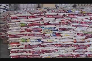 Futebol Contra a Fome arrecada 70 toneladas de alimento em Uberlândia - O balanço da arrecadação do evento foi divulgado nesta terça-feira (30). A distribuição dos alimentos começa na semana que vem.