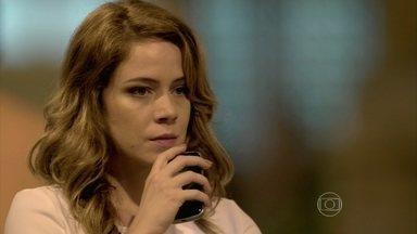 Cristina foge de Cora - Xana se preocupa com o comportamento da amiga, que liga pára Manoel e pergunta por Zé Alfredo