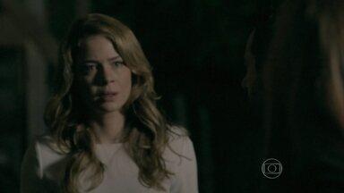 Cristina procura Zé Alfredo - Ela avisa que Marta quer marcar um encontro com o Comendador