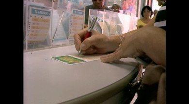 Mega-Sena da virada provoca movimento intenso nas lotéricas de Rio Grande, RS - Assista ao vídeo.